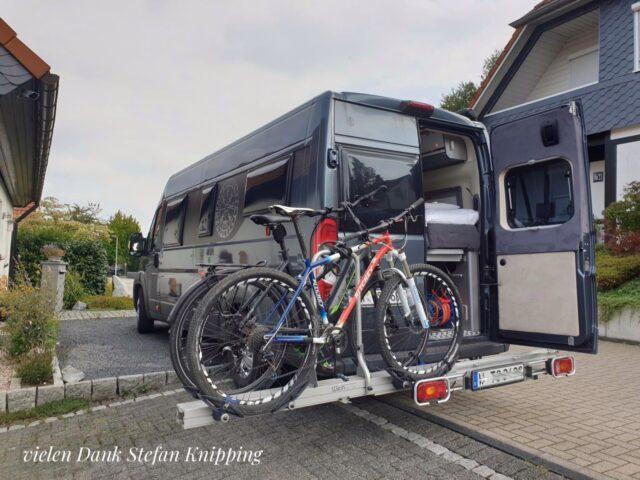 Verschiedene Arten des Fahrradtransportes
